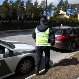 <strong>Valsts policija nesoda,</strong> ja privātā transportlīdzeklī brauc vairāk nekā divas personas