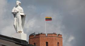 Lietuvā karantīnu pagarina līdz 27.aprīlim, <strong>svētkos aizliedz iebraukt pilsētās</strong>