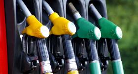 Degvielas cena Latvijā: <strong>kā to ietekmē naftas cenas svārstības?</strong>
