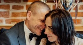 <strong>Aigars Fadejevs svin kāzas pandēmijas laikā</strong> — uzzini, kāpēc to nevarēja atlikt