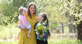 Katrīna Knese-Šmite ar meitiņām
