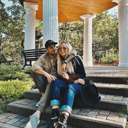 Blogere Alīna Kelle pēc 9 mēnešu noslēpumainības <strong>atklāj savas meitas vārdu</strong>