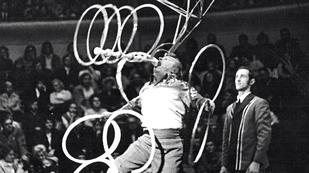 Žonglieris zem stikla piramīdas – <br /> leģendārais Alfons Virkavs
