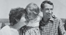 Aktrise Dina Kuple: Tik sāpīgi dzīve lauž retos