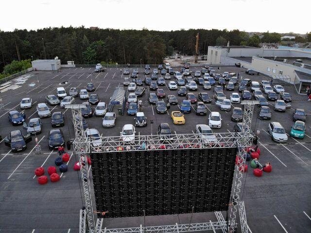<em>Alfa</em> demonstrēs <strong>brīvdabas kino uz tirdzniecības centra jumta</strong>