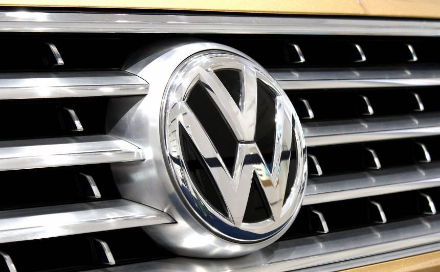Vācijas tiesa nolemj, ka <strong><em>Volkswagen</em> būs jāatpērk <em>dīzeļgeitas</em> skartos automobiļus</strong>