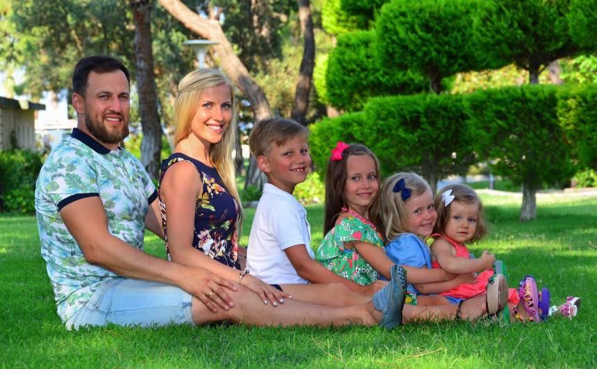 Ģimenes pieredze. <strong>Emocionāli ar vienu bērnu bija daudz grūtāk nekā ar četriem</strong>