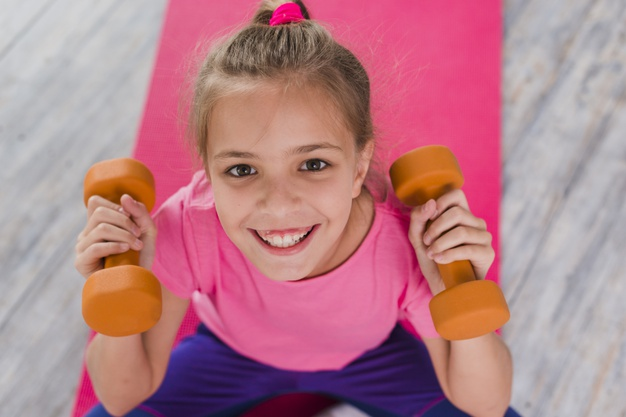 <strong>Sporto mājās!</strong> Aktivitātes bērniem līdz <strong>10 gadu vecumam</strong>