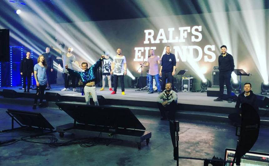 Ralfs Eilands rīko <strong>koncertu ar vīnu un austerēm</strong>