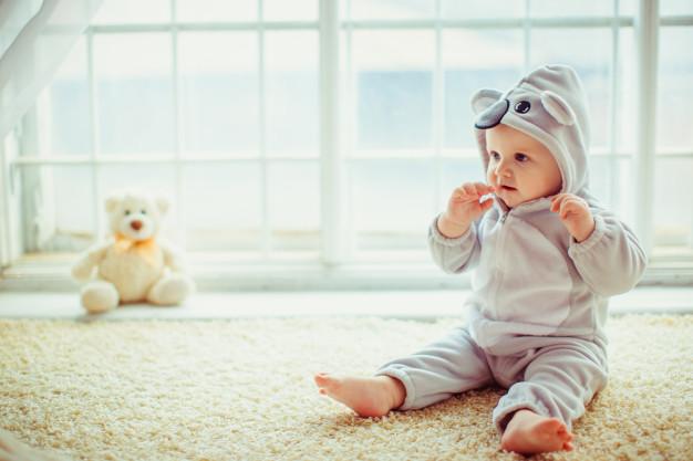 Svarīgs jautājums: kurā vecumā mazais ir <strong>gatavs sēdēšanai</strong>?