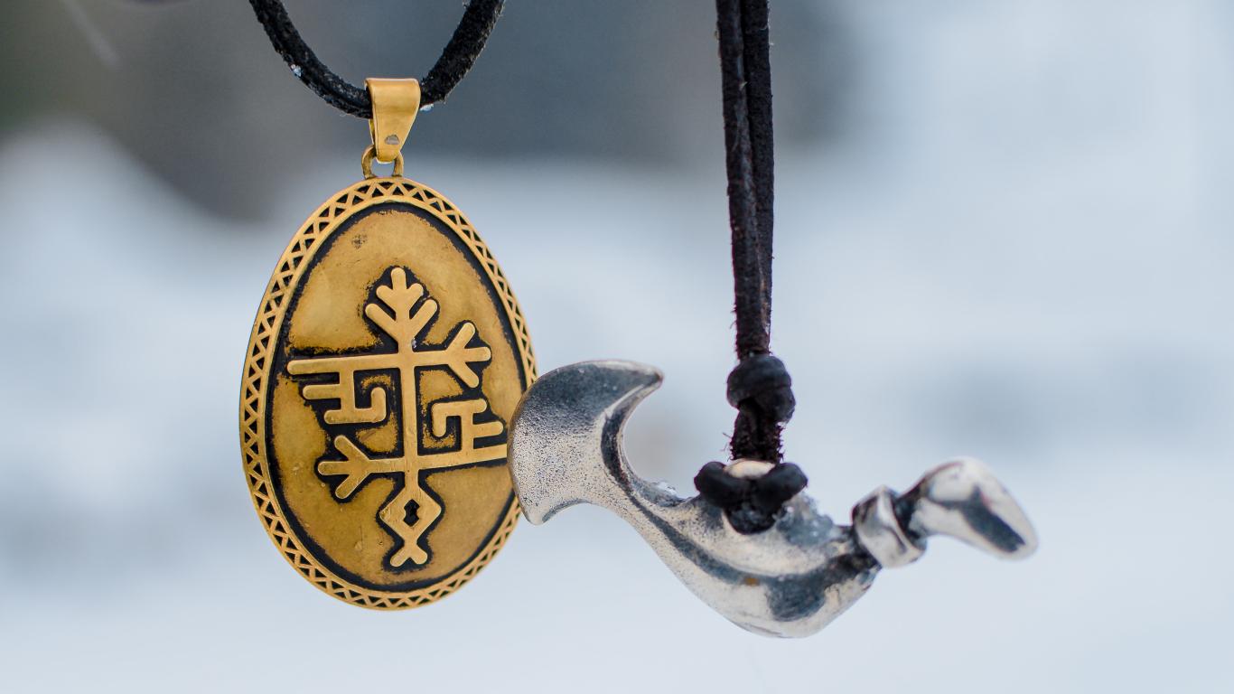 Kā top un ko nozīmē <strong>pagānu talismani</strong>