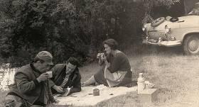 Māksas fonda direktors Jāzeps Pasternaks (vidū) ar sievu Lidiju Freimani un Maestro Raimondu Paulu