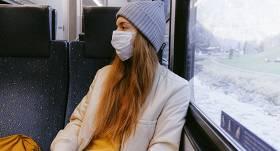 <strong>Policija veiks kontroli sabiedriskajā transportā,</strong> lai pārbaudītu deguna un mutes aizsegu lietošanu