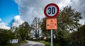 <strong>Siguldas centrā ierobežo braukšanas ātrumu</strong> līdz 30 km/h