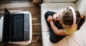 Latvijā <strong>bērnu aktivitāte internetā</strong> augusi par 320 %