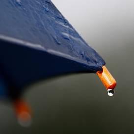 <strong>Ceturtdien kļūs nedaudz vēsāks</strong> un vietām līs