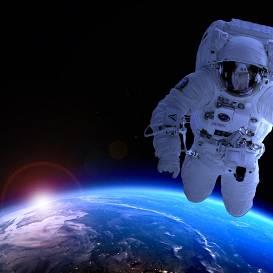 <strong>Kosmonauti koronavīrusa karantīnas laikā,</strong> nolaidušies uz Zemes, turpina staigāt skafandros