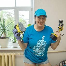 FOTO: Ar urbi pret depresiju! <strong>Dziedātāja Lolita Novikova pati remontē dzīvokli</strong>
