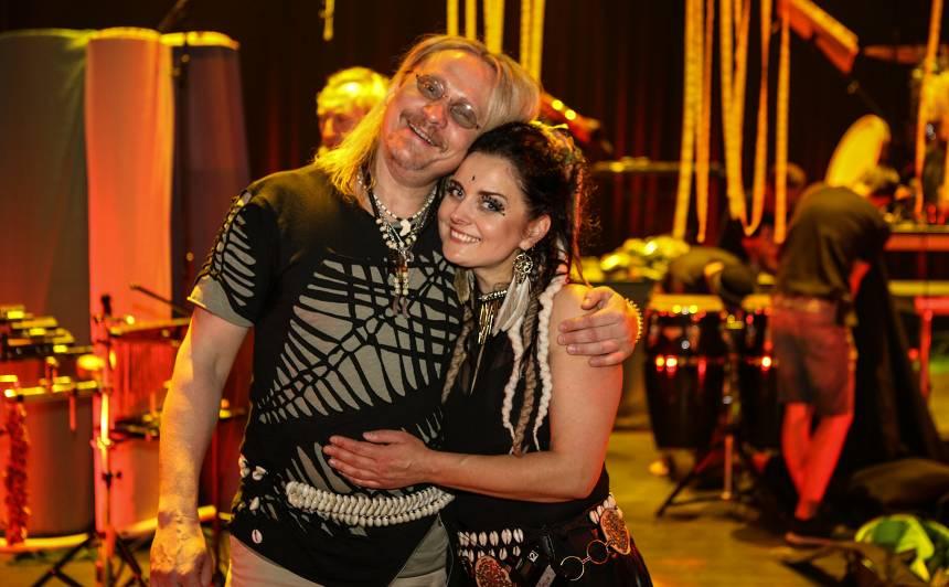 <strong>Mūziķu pāris Nils un Maija Īles</strong> no attāluma saliedē darba kolektīvus