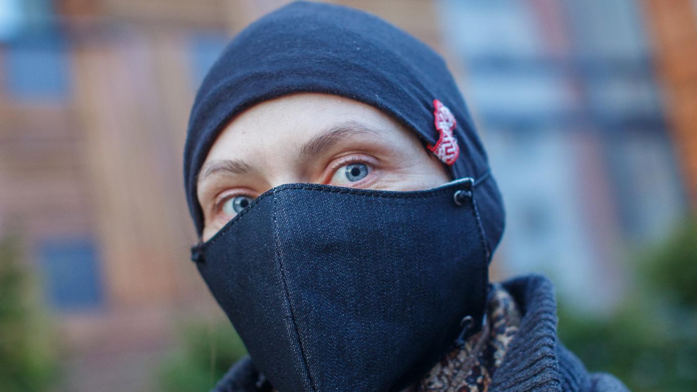 SOLI PA SOLIM: Uzšuj pats sev <strong>stilīgu sejas masku</strong>