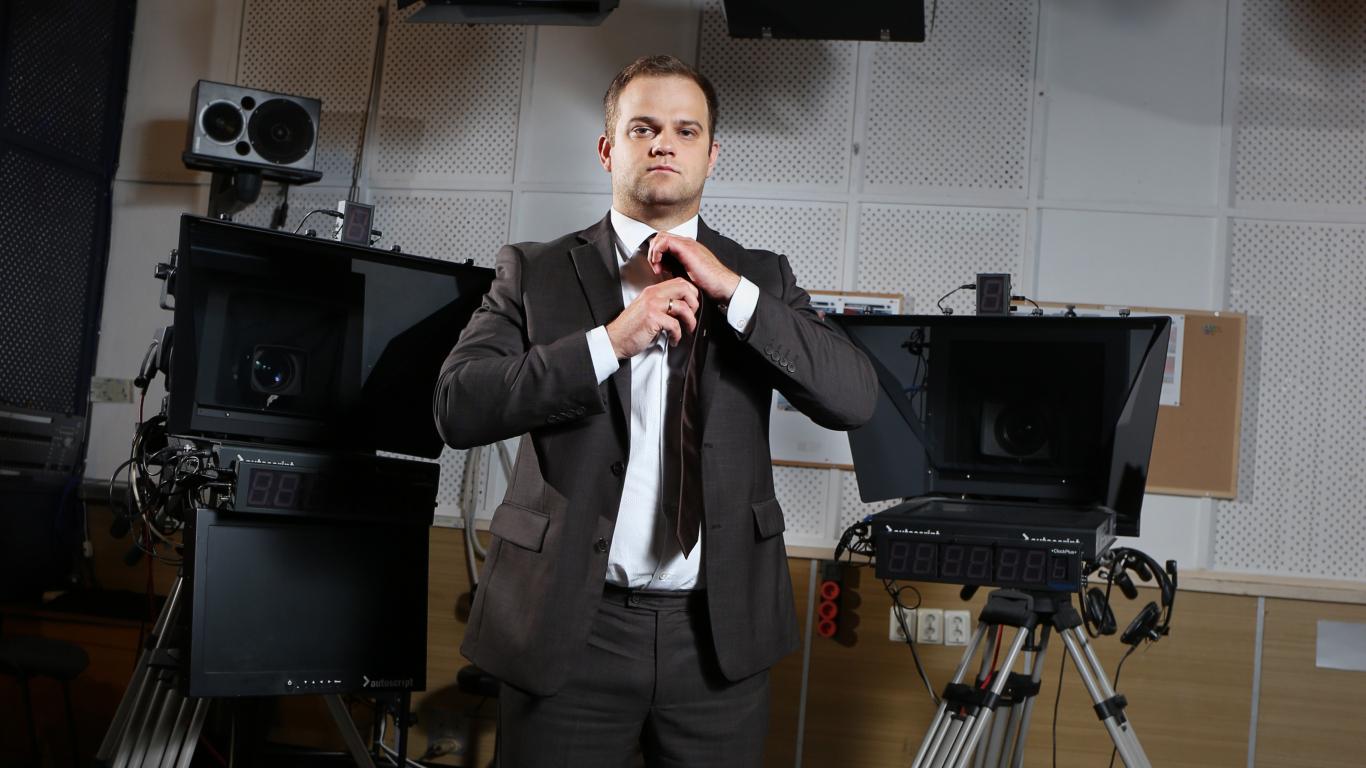 <strong>Dāvis Valdnieks atgriezies televīzijā</strong> — ar slavenībām runā tumsā!