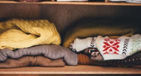 7 padomi, <strong>kā pareizi aizsūtīt <em>vasaras atpūtā</em> ziemas drēbes</strong>