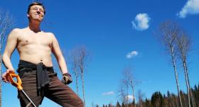 Lai nopelnītu iztiku, <strong>sporta žurnālists Lauris Lizbovskis strādā mežā</strong>