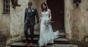 <strong>Intīmas kāzas pilī</strong> — apprecējusies bijusī TV raidījuma reportiere Baiba Runce