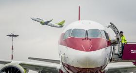 <strong><em>airBaltic</em> atsāks lidojumus</strong> no Rīgas uz Tallinu un Viļņu