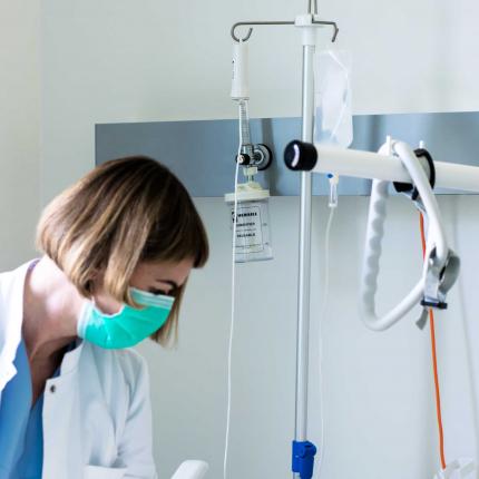 Stradiņa slimnīcai vērtīgs jaunieguvums — <strong>Latvijā radīta attālinātas pacientu ķermeņa temperatūras uzraudzīšanas sistēma</strong>