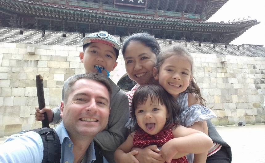 Latvieša un japānietes ģimenes stāsts. <strong>Kā bērnus audzina Japānā?</strong>