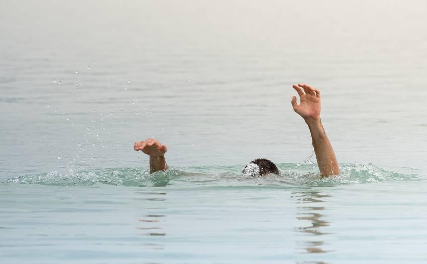 Jāņu brīvdienās no ūdenstilpēm izcelti <strong>vairāki noslīkušie</strong>