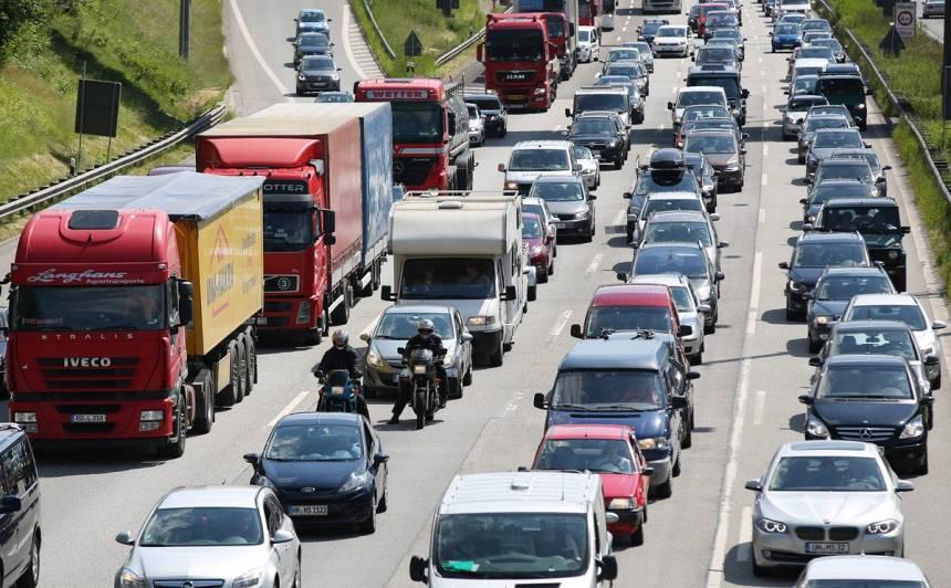 Šodien jārēķinās ar palēninātu satiksmi <strong>Jūrmalas un Saulkrastu virzienā</strong>