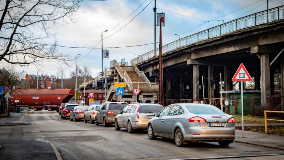 Nākamnedēļ <strong>atjaunos tramvaja satiksmi</strong> pār Brasas tiltu