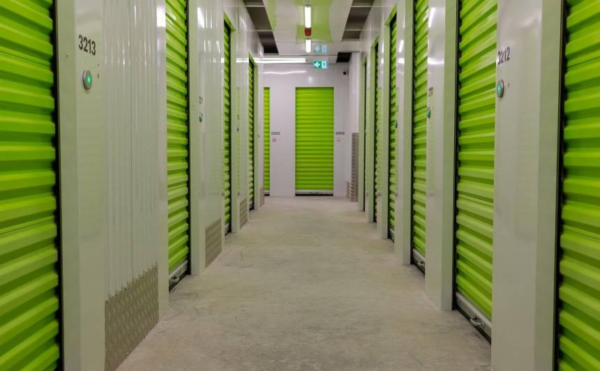 FOTO: Latvijā uzcelta Baltijā pirmā gudrā <strong>mantu glabātava <em>Self Storage</em></strong>