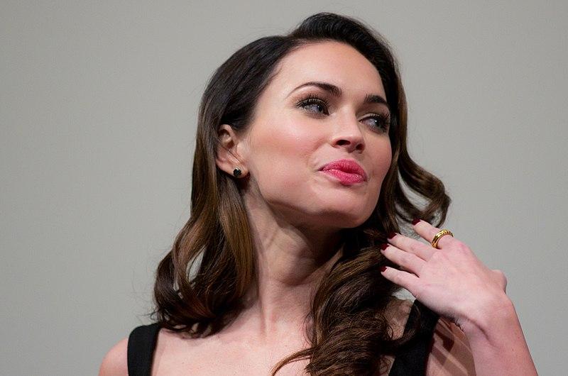<strong>Aktrise Megana Foksa iemīlējusies reperī</strong> — vīrs tam atsakās ticēt!