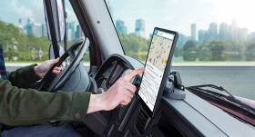 Radīta jauna <strong>kravas auto navigatoru sērija — <em>Garmin Dēzl</em></strong>