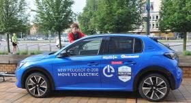 <strong><em>Peugeot e-208</em> uzvar</strong> elektroauto sacensībās Lietuvā
