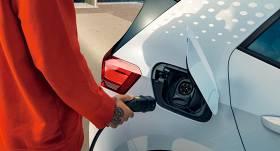 <strong>Elektroauto pret iekšdedzes dzinēju automašīnām</strong> — kas ir lētāk?