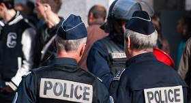 Vardarbīgo demonstrantu saniknotie Francijas policisti <strong>paši sākuši rīkot protestus</strong>