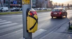 Rīgā darbu atsāk luksoforu <strong>zaļās gājēju gaismas izsaukuma pogas</strong>