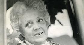 Latviešu teātra skatuves karaliene <strong>Lilita Bērziņa mazdēla atmiņās: Mīļā oma nu ir sargeņģeļa lomā</strong>