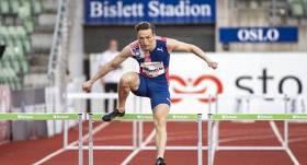 VIDEO: <strong>Pasaules rekords tukšā stadionā –</strong> norvēģu barjerskrējējs Varholms veic izcilu skrējienu