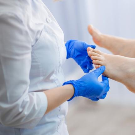<strong>Ieauguši kāju nagi -</strong> kā ārstēt un kā izvairīties