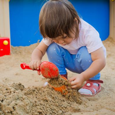 Kāda ir bērnam droša <strong>smilšu kaste</strong>?