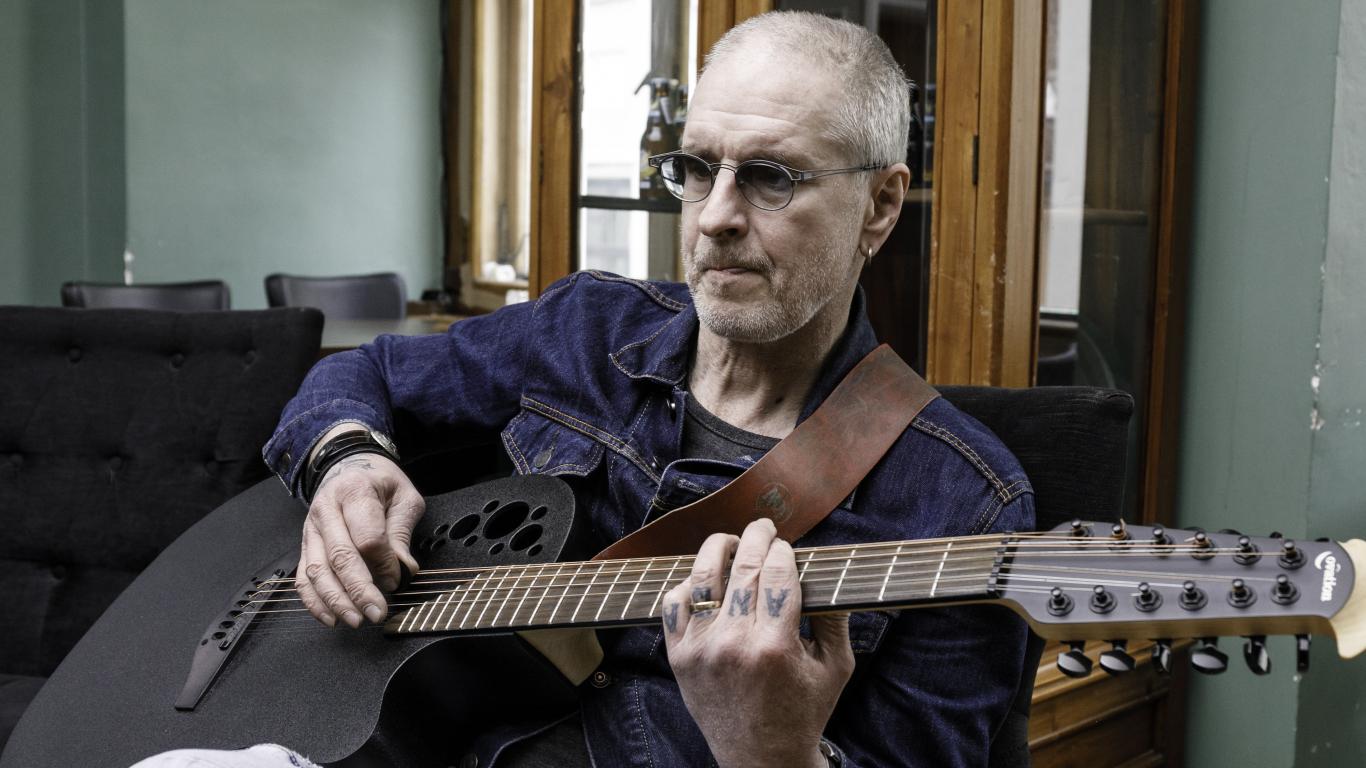 Mūziķis Ainars Virga <strong>aizvāc mazmājiņu no Liepājas centra</strong>