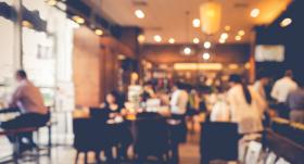 Pēc ārkārtējās situācijas atcelšanas <strong>mazinās ierobežojumus sabiedriskās ēdināšanas vietās</strong>
