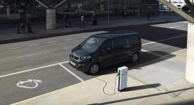 <em>Peugeot</em> prezentē <strong>elektrisko <em>e-Traveller</em></strong>