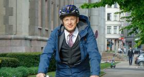 <strong>Krišjāni Kariņu uz velosipēda</strong> neviens neatpazīst!
