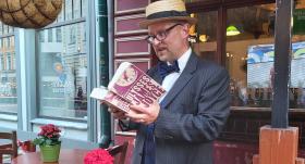 FOTO: <strong>Latvijā aizvadīta pirmā Džeimsa Džoisa un Blūma diena</strong> jeb <em>Bloomsday</em>